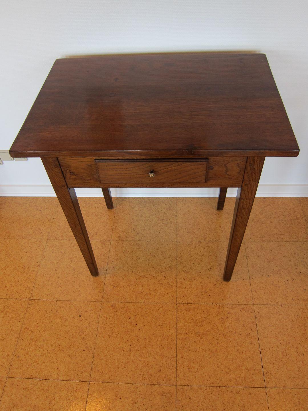 Antiknetzde Antiker Tisch Aus Eiche Neu Restaurierter Kleiner