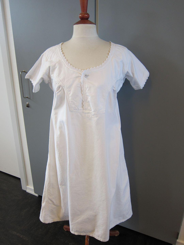 Kleid aus altem leinen